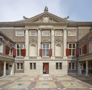 gevel van museum de Lakenhal